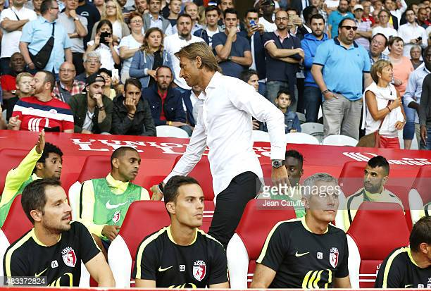 Coach of Lille Herve Renard greets his players before the French Ligue 1 match between Lille OSC and Paris SaintGermain at Grand Stade Pierre Mauroy...