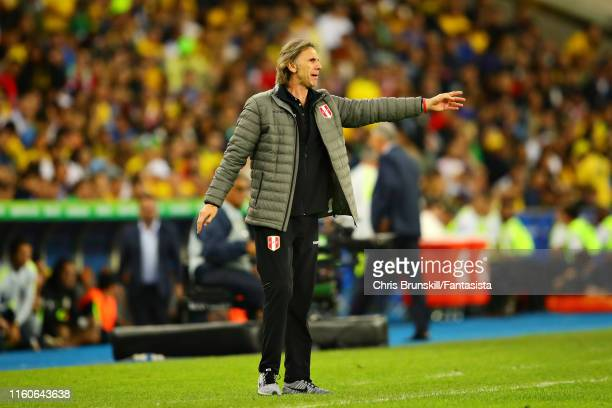 Coach of Peru Ricardo Gareca shouts at his team from the sidelines during the Copa America Brazil 2019 Final match between Brazil and Peru at...