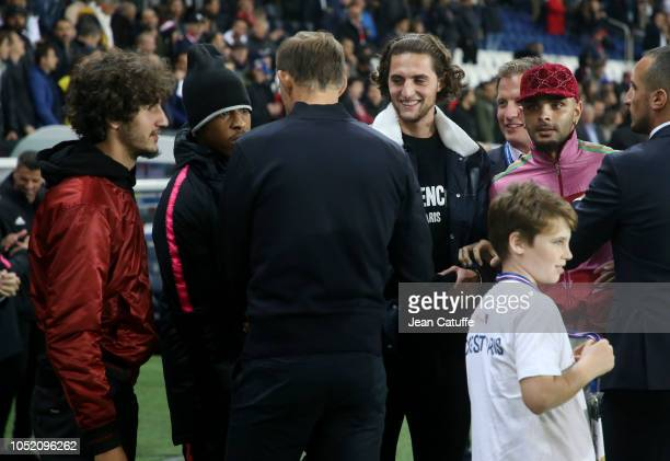 Coach of PSG Thomas Tuchel talks with Yacine Adli Presnel Kimpembe Adrien Rabiot Layvin Kurzawa following the french Ligue 1 match between Paris...