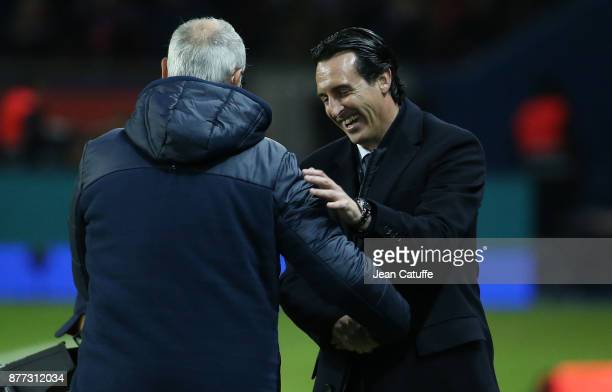 Coach of PSG Unai Emery greets coach of FC Nantes Claudio Ranieri following the French Ligue 1 match between Paris Saint Germain and FC Nantes at...