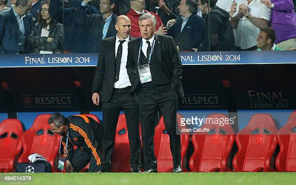 Coach of Real Madrid Carlo Ancelotti and his assistantcoach Zinedine Zidane look on during the UEFA Champions League final between Real Madrid and...