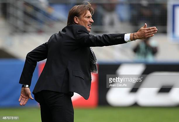 Coach of Sochaux Herve Renard gives instructions during the French Ligue 1 match between FC Sochaux Montbeliard and Paris SaintGermain FC at Stade...