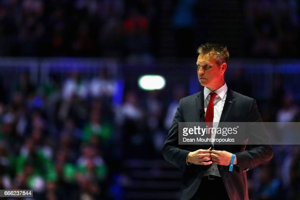Coach of Top Quoration Jan Niebeek gives his team instructions during the Dutch Korfball League Final between BlauwWit and TOP/Quoratio held at the...