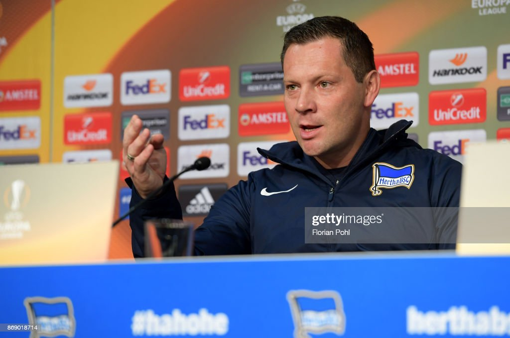 Hertha Berlin Conderencia de Prensa  Coach-pal-dardai-of-hertha-bsc-during-the-press-conference-before-the-picture-id869018714