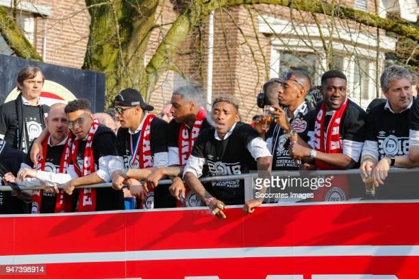 Coach Phillip Cocu of PSV, Donyell Malen of PSV, Armando Obispo of PSV, Pablo Rosario of PSV, Steven Bergwijn of PSV, Joshua Brenet of PSV, Derrick...