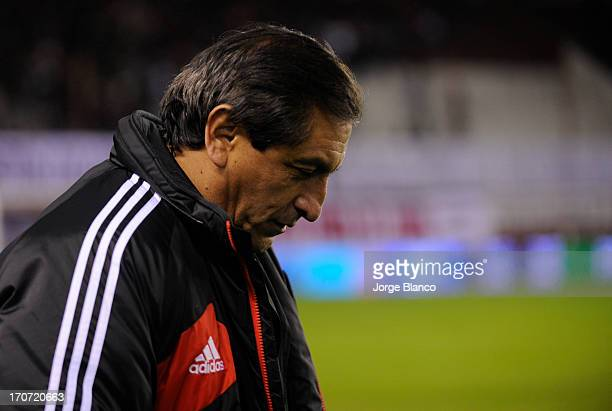 Coach Ramon Diaz of River Plate leaves the field after loose a match as part of the 18th round of the Torneo Final 2013 at Ciudad de Lanus stadium on...