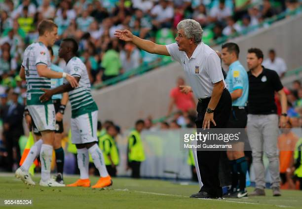 Coach Ricardo Ferretti of tigres gives directions during the quarter finals second leg match between Santos Laguna and Tigres UANL as part of the...