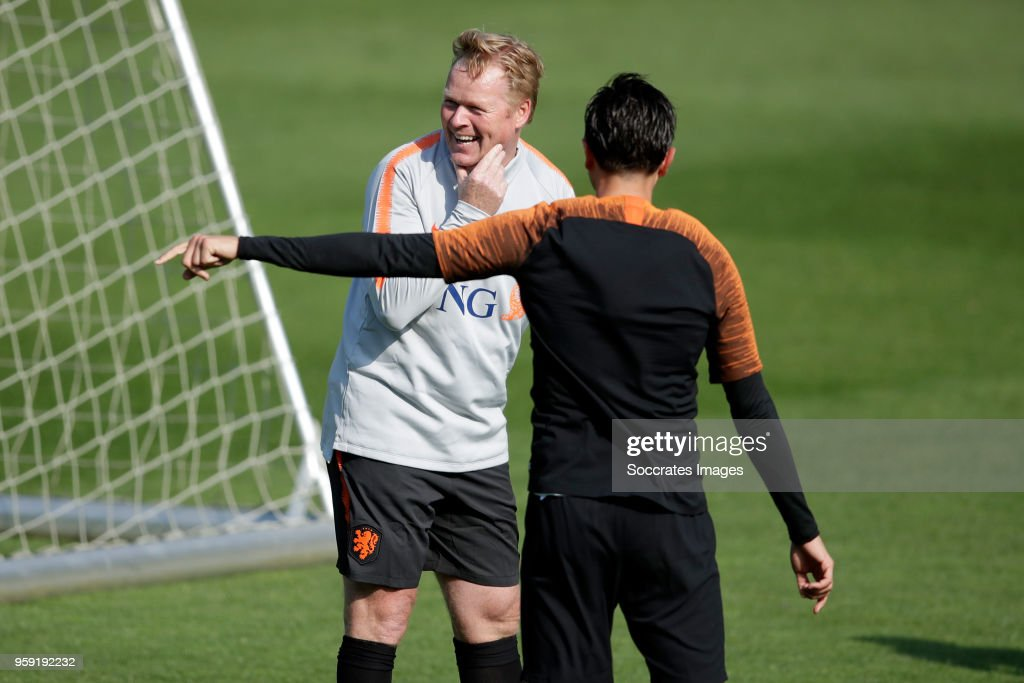 coach Ronald Koeman of Holland, Steven Berghuis of Holland during the Training Holland at the KNVB Campus on May 16, 2018 in Zeist Netherlands