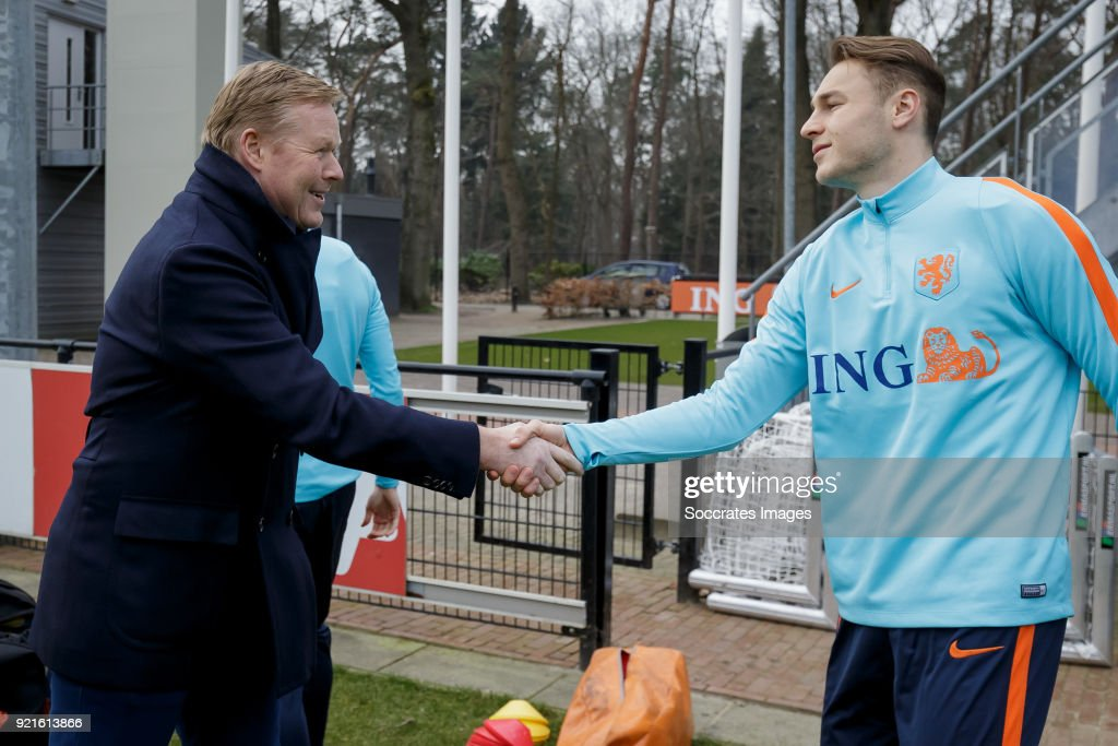 coach Ronald Koeman of Holland, Teun Koopmeiners of Holland U21 during the Training Holland U21 at the KNVB Campus on February 19, 2018 in Zeist Netherlands