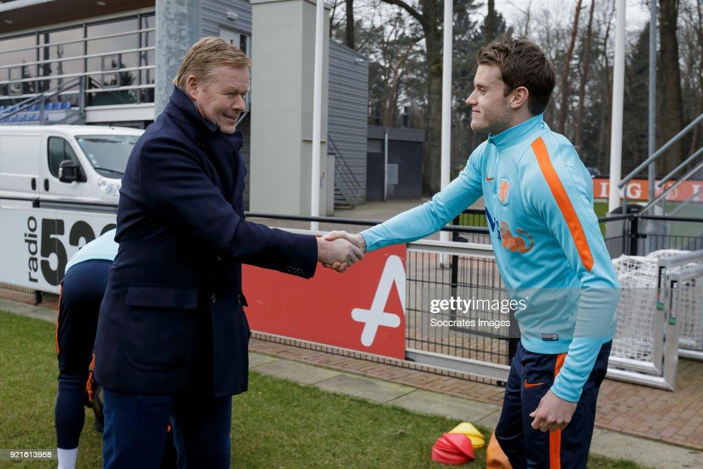 coach Ronald Koeman of Holland, Thomas Ouwejan of Holland U21 during the Training Holland U21 at the KNVB Campus on February 19, 2018 in Zeist Netherlands