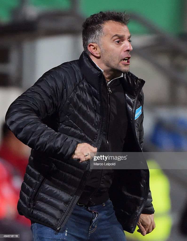 Coach Tomas Oral of FSV Frankfurt during the game between dem FSV Frankfurt and Hertha BSC on october 27, 2015 in Frankfurt on Main, Germany.