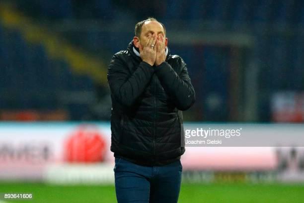 Coach Torsten Lieberknecht of Braunschweig during the Second Bundesliga match between Eintracht Braunschweig and Fortuna Duesseldorf at Eintracht...