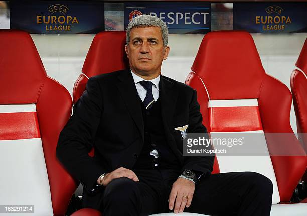 Coach Vladimir Petkovic of Lazio looks on prior the UEFA Europa League round of sixteen first leg match between VfB Stuttgart and Lazio at...