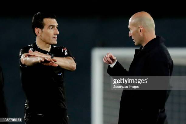 Coach Zinedine Zidane of Real Madrid argues after the final whistle with referee Juan Martinez Munuera during the La Liga Santander match between...