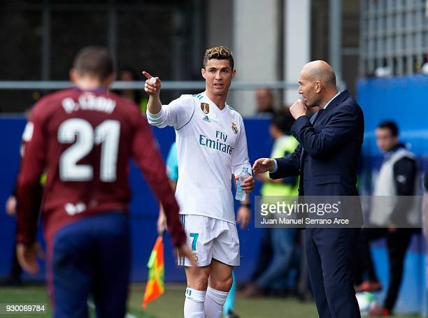 coach Zinedine Zidane of Real Madrid CF gives instructions to his player Cristiano Ronaldo during the La Liga match between Eibar and Real Madrid at...