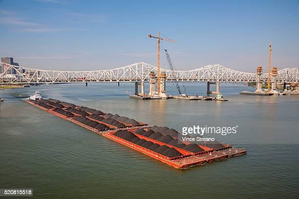 coal bardge on ohio river - オハイオ川 ストックフォトと画像
