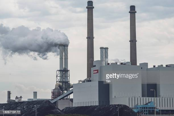 """coal burning power plant with a stack of coal in the foreground at the maasvlakte in rotterdam. - """"sjoerd van der wal"""" or """"sjo"""" stock pictures, royalty-free photos & images"""