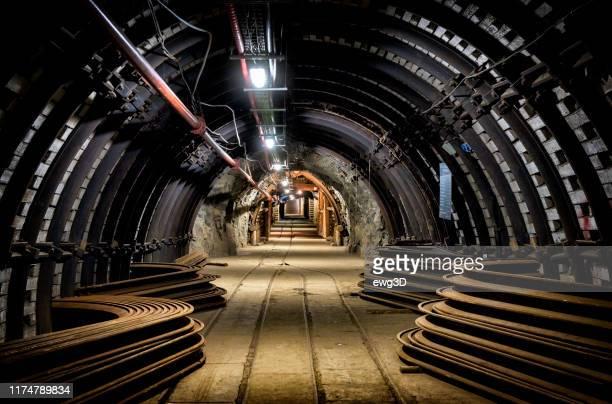 設備付き炭鉱地下回廊 - ザブジェ ストックフォトと画像