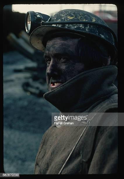 coal miner at wales colliery - welshe cultuur stockfoto's en -beelden