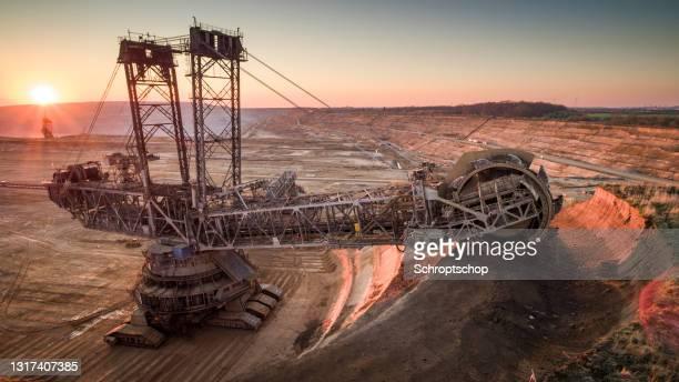 石炭採掘、褐炭表面鉱山 - aerial - 浚渫 ストックフォトと画像