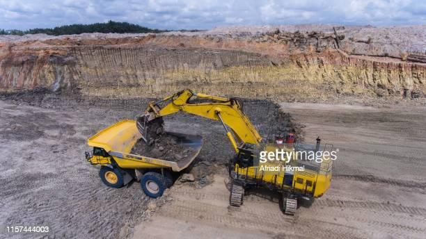 coal mining - indonesia logistics ストックフォトと画像