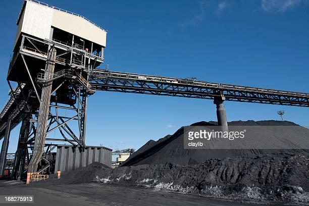 石炭を蓄積することに発送端子