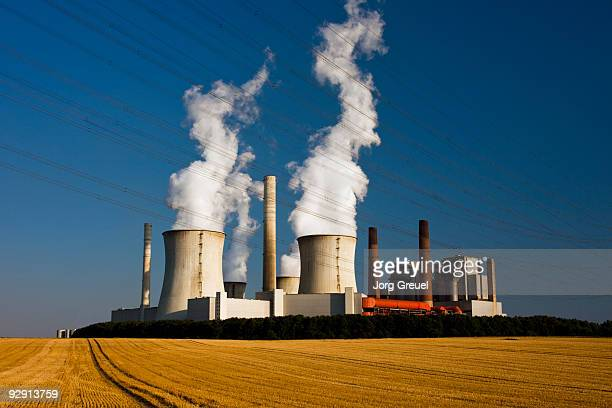 coal-powered power station - coal fired power station stock pictures, royalty-free photos & images