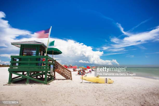 coast guard beach house and beach, siesta key, sarasota, florida, usa - siesta key foto e immagini stock