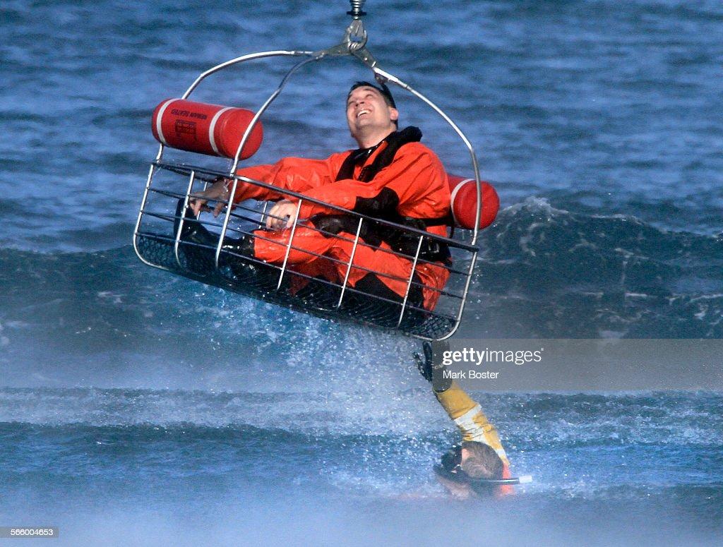 united states coast guard rescue swimmer