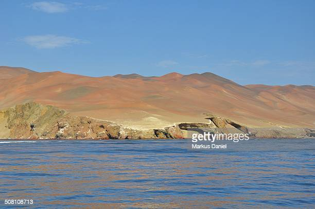 "coast with cliffs and desert paracas, peru - ""markus daniel"" fotografías e imágenes de stock"