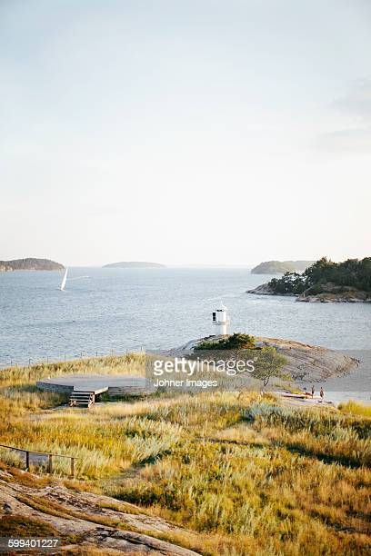 coast with lighthouse - arquipélago - fotografias e filmes do acervo