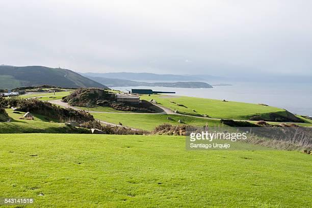 coastal battery cannons at monte de san pedro (st. peter's mount) - comunidad autónoma de galicia fotografías e imágenes de stock