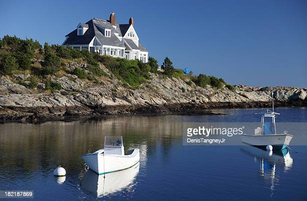 coastal home in newport, rhode island - newport rhode island stock pictures, royalty-free photos & images