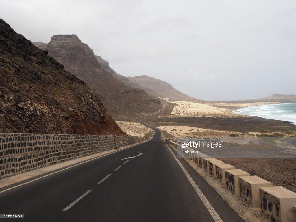 100% de satisfaction sélectionner pour le dédouanement mode attrayante Coastal Road Calhau Sao Vicente Cape Verde High-Res Stock ...