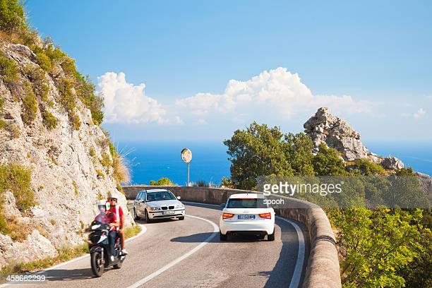 coastal road - bergpass stockfoto's en -beelden