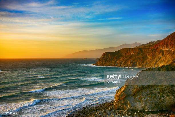 coastline of central california at dusk - riva dell'acqua foto e immagini stock