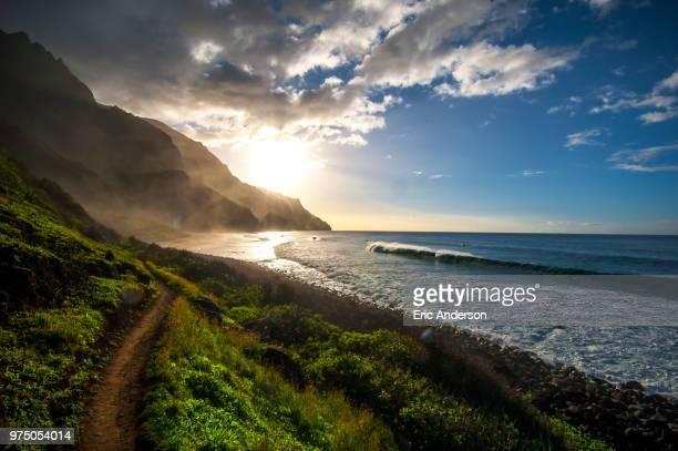 coastline of kalalau beach at sunset, na pali coast, kaua, hawaii - na pali coast stock photos and pictures