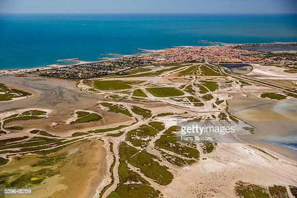 coastline, saintes-maries-de-la-mer, camargue, provence-alpes-cote dazur, france - サントマリードラメール ストックフォトと画像