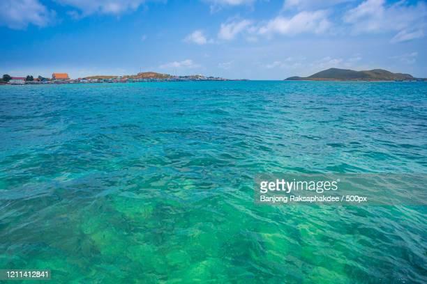 coastline seen from sea, sattahip, thailand - translucide photos et images de collection