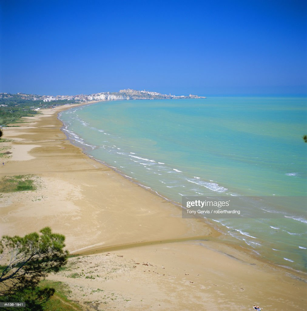 Coastline towards Vieste, Puglia, Italy : Foto de stock