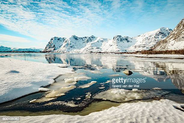 "coastline view in the lofoten during winter - ""sjoerd van der wal"" stockfoto's en -beelden"
