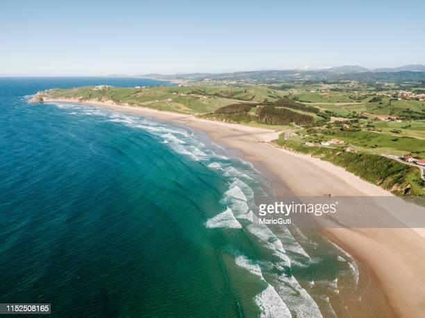 costa de cantabria, al norte de españa - cantabria fotografías e imágenes de stock