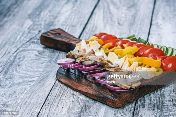 Salade Cobb avec légumes frais