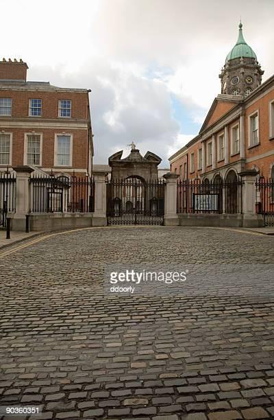 cobble stone streets - dublin castle dublin stock pictures, royalty-free photos & images
