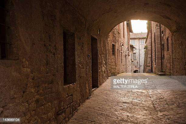 cobbled archway in village - gubbio stock pictures, royalty-free photos & images