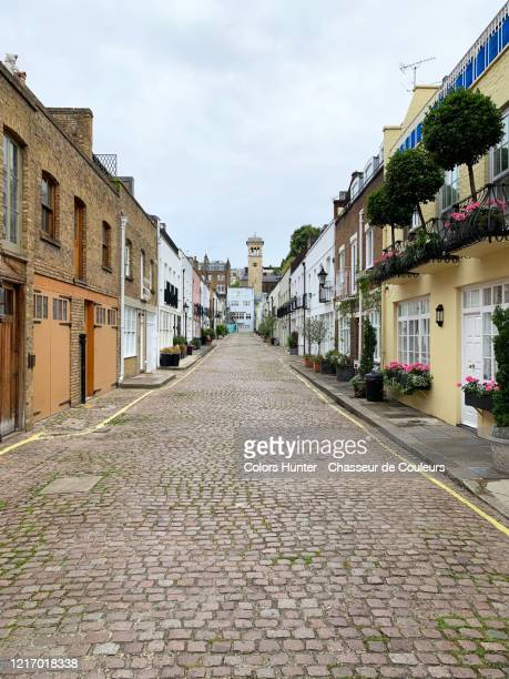 cobbled street and houses called mews in south kensington - alley stock pictures, royalty-free photos & images