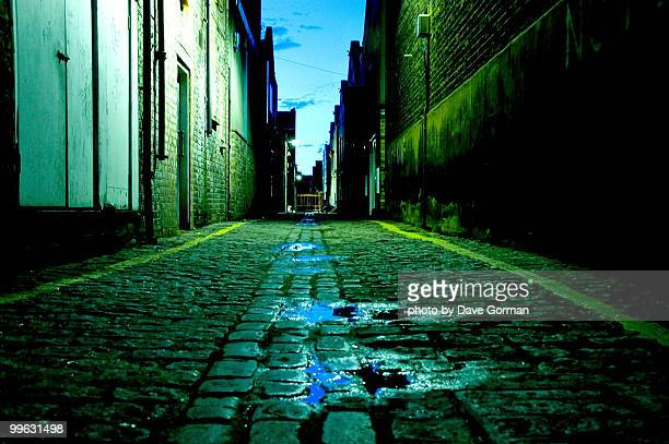cobbled street at night - east london stock pictures, royalty-free photos & images