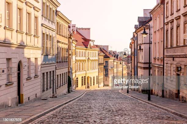 cobbled street in warsaw old town, poland - warsaw stock pictures, royalty-free photos & images