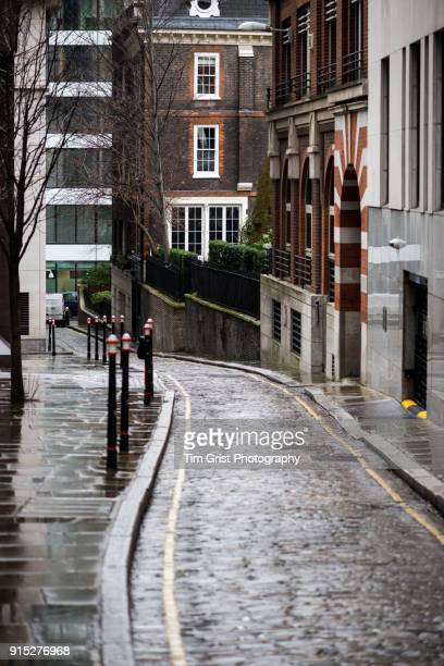 cobbled street, london - narrow stock pictures, royalty-free photos & images