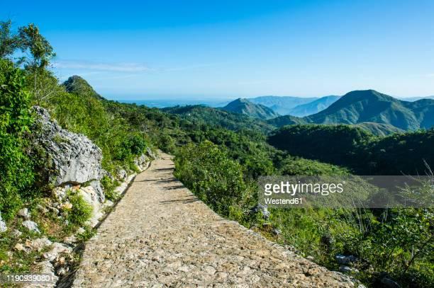 cobblestone road leading towards citadelle laferriere, cap haitien, haiti, caribbean - paisajes de haiti fotografías e imágenes de stock